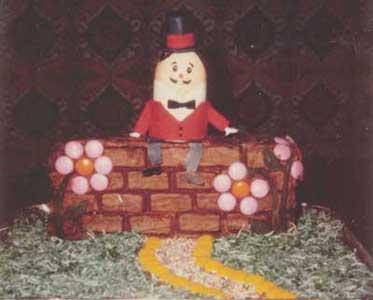 Humpty dumpyt cake