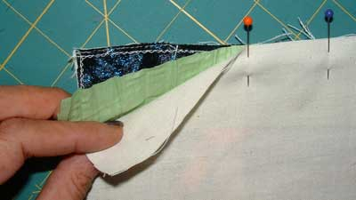 Sandwich border fabric between block and lining